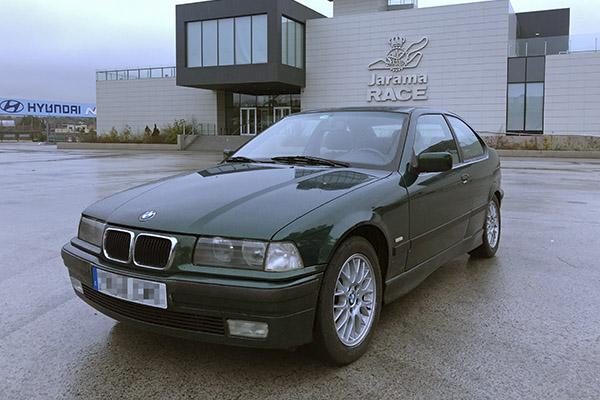 El BMW 323ti en el Circuito del Jarama